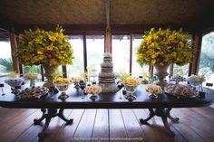 Decoração criada pela Christiana Nunes. O casamento de Carol e Gustavo, publicado no Euamocasamento.com. As fotos são de  Rachel Escobar. #euamocasamento #NoivasRio #Casabemcomvocê