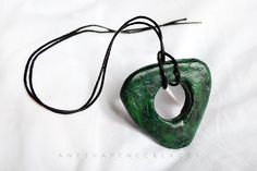 Coraline Green Seeing Looking Stone Amulet Necklace - for Finding Lost or Bad Things Coraline Jones, Coraline Book, Coraline Neil Gaiman, Coraline Aesthetic, Fantasias Halloween, Halloween Cosplay, Halloween Ideas, Halloween Party, Halloween Costumes