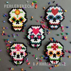 Día de muertos Perler cuentas imán arte de pixel por PerlerTricks