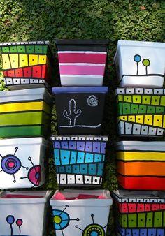 Macetas pintadas a mano/ hand painted flowerpots Flower Pot Art, Flower Pot Crafts, Clay Pot Crafts, Diy And Crafts, Painted Plant Pots, Painted Flower Pots, Decorated Flower Pots, Pots D'argile, Clay Pots
