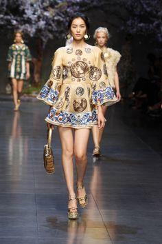 dolce and gabbana ss 2014 women fashion show runway 19 zoom