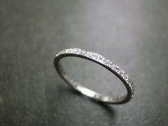 La eternidad diamante anillo de platino. Por encargo de joyería fina para ti.    Especificaciones del producto:  Tipo: 1mm diamante del corte
