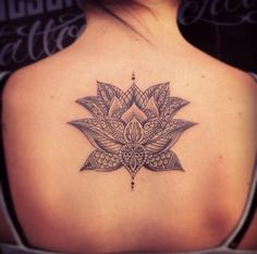 the detail in this lotus flower is absolutely beautiful. The design and placement is gorgeous, this could not be a more amazing design.