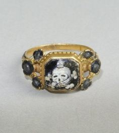 White enameled skull and crossbones, memento mori mourning ring, 17th Century