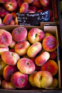 Peaches in a french food market...|DonalSkehan.com