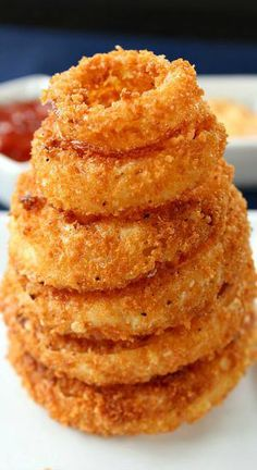 Crispy Onion Rings - Great Grub, Delicious Treats Crispy Onion Rings - These onion rings are delicious, crunchy and definitely crispy! Making your own homemade onion rings are the best. Try these today! Finger Food Appetizers, Appetizer Recipes, Delicious Appetizers, Finger Foods, Yummy Treats, Yummy Food, Tasty, Crispy Onions, Fried Onions