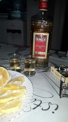 Home desing olmeca☺ Smoke Photography, Tumblr Photography, Party Drinks Alcohol, Alcoholic Drinks, Tequila, Alcohol Aesthetic, Pub Food, Bad Girl Aesthetic, Getting Drunk