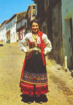Woman celbrating her regional festival Traditional Fashion, Traditional Dresses, Half The Sky, Portuguese Culture, Folk Costume, Romance, People Around The World, Fashion History, Vintage Outfits