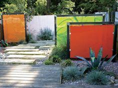 Paravents de jardin en cadre métallique et écrans plastiques