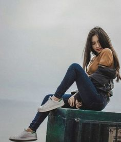 15 poses to regain your confidence if you are unsure - . - 15 poses to regain your confidence if you are unsure – - Portrait Photography Poses, Photography Poses Women, Tumblr Photography, Portraits, Photography Guide, Photography Courses, Photography Backdrops, Digital Photography, Freelance Photography