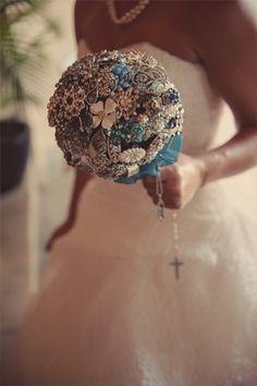 vintage broach bridal bouquet, photo by www.rjphoto.com