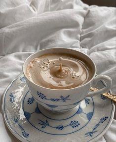 I Love Coffee, Fresh Coffee, Coffee Art, Iced Coffee, Coffee Drinks, Coffee Shop Aesthetic, Cream Aesthetic, Aesthetic Food, Aesthetic Pastel