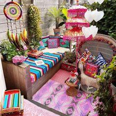 Bohemian Style Home Decor and Interior Design Ideas Bohemian Style Home, Bohemian Patio, Bohemian House, Modern Bohemian, Bohemian Decor, Bohemian Lifestyle, Hippie Bohemian, Bohemian Bedrooms, Decoration Inspiration