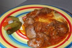 Ficatei de pui cu ceapa si mamaliguta Ketchup, Sausage, Chicken, Cooking, Ethnic Recipes, Kitchen, Sausages, Brewing, Cuisine