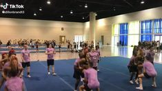 Cheerleading Stunts, Cool Cheer Stunts, Cheer Moves, Cheer Routines, Cheer Workouts, Competitive Cheerleading, Cheer Stretches, Cheerleading Pyramids, Cheer Team Pictures