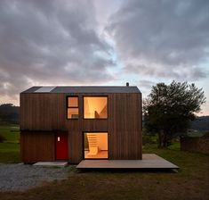 """goodwoodwould: """"Good wood - can't quite believe this stunning prefab house in northwestern Spain only took five hours to erect. By Baragaño Architects. Residential Architecture, Amazing Architecture, Modern Architecture, Prefab Buildings, Prefabricated Houses, Modern Prefab Homes, Modular Homes, Montana, Modern Small House Design"""