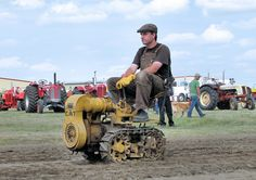 Tech Discover There were a couple of small crawler tractors on display. I think this one was commercially built. Antique Tractors, Vintage Tractors, Vintage Farm, Caterpillar Equipment, Small Tractors, Crawler Tractor, Chenille, Mini Bike, Heavy Equipment
