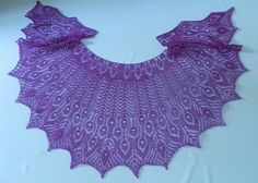 Ravelry: Gamayun Bird pattern by Natalia Sha  This is absolutely stunning! I love shaped shawls, and the feathers in this is gorgeous :-)
