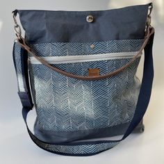 Diy Bags No Sew, Diy Bags Purses, Fabric Stamping, Sack Bag, Sewing Stitches, Diy Sewing Projects, Bag Patterns To Sew, Textiles, Leather Working