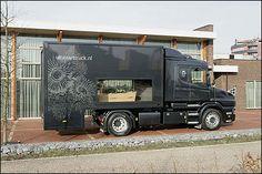 A beautiful way of transport when someone loved trucks. Transportnieuws - Uitvaart in stijl met De Uitvaarttruck