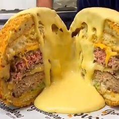 Crazy Burger, Burger And Fries, Burgers, Deep Fried Hamburger, Burger Specials, Beef Recipes For Dinner, Hamburger Recipes, Egg Recipes, Air Fryer Recipes