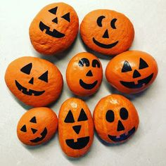 Rock Painting Ideas Easy, Rock Painting Designs, Painting For Kids, Stone Crafts, Rock Crafts, Fall Crafts, Halloween Rocks, Halloween Crafts For Kids, Happy Halloween