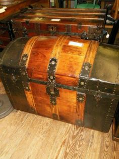 Don't you think this gorgeous trunk would belong to Davonna Kamden or Mrs. Zanzucchi in Prairie Song?