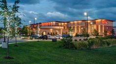 Hilton Garden Inn Milwaukee Airport (5890 South Howell Avenue) This Milwaukee hotel is one mile from the General Mitchell Airport and offers a free 24-hour shuttle. It also offers a restaurant, indoor pool and rooms with a 32-inch flat-screen TV. #bestworldhotels #travel #us #milwaukee