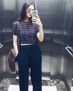 Pantalona, Cropped e bolsa de franjas | Insta @luvmayblog