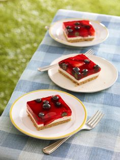 Glazed Berry Squares -- Off with the shoes and on with the simple summer pleasure of fresh fruit. This gorgeous dessert recipe tastes like a mini berry pie, complete with creamy COOL WHIP.