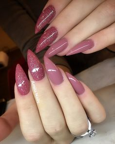 If you are not a hot fan of fearless stiletto nail designs, almond nails are here for you! the almond nail is a beautiful shape that is currently trending. Almond Shape Nails, Almond Nails, Nails Shape, Fabulous Nails, Gorgeous Nails, Trendy Nails, Cute Nails, Pink Nails, My Nails