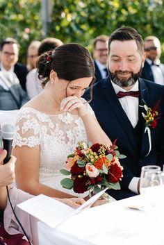Hochzeitsfotos von Silke & Daniel am Weingut Holler in der Südsteiermark by Sarina Dobernig Lieblingsbild Fotografie  Location: Weingut Holler  Make-Up und Frisur: Kerstin Hofer Brautkleid: Brautgeflüster Kleidanpassung: Tapferes Schneiderlein Anzug: Gertspezial Torte: Pohorska Kavarna  #hochzeit #wedding #hochzeitsfotos #hochzeitsbilder #weddingphotography #realwedding Lace Wedding, Wedding Dresses, Location, Up, Fashion, Wedding Vows, Image Editing, Wedding Dress Lace, Newlyweds