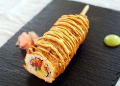 tuna roll corn dog is sushi on a stick First it was the sushiritto . now it's the Sushi corn dog. can it get any better?First it was the sushiritto . now it's the Sushi corn dog. can it get any better? Spicy Tuna Roll, Think Food, Love Food, Sushi Recipes, Cooking Recipes, Amish Recipes, Dutch Recipes, Corndog Recipe, State Fair Food