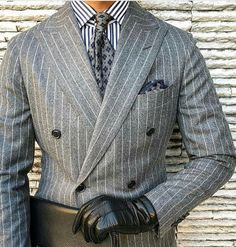 Discover the details that make the difference of the best streetstyle unique people with a lot of style Mens Fashion Blog, Mens Fashion Suits, Mens Suits, Style Fashion, Suit Combinations, Designer Suits For Men, Herren Outfit, Pinstripe Suit, Moda Emo