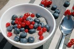 Classic chia pudding - ideal for paleo diet Best Paleo Recipes, Vegan Recipes Videos, Diet Soup Recipes, Smoothie Recipes, Healthy Dinner Recipes, Vegetarian Recipes, Chia Puding, Tofu, Baked Hot Dogs