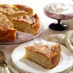 Mindenkit levesz a lábáról ez a sütemény, olyan könnyed és gyümölcsös! Hozzávalók 50 dkg alma, 18 dkg margarin, 12 dkg cukor, 3 tojás, 18 dkg liszt, 1 sütőpor, reszelt citromhéj, egy csipet só, 1 evőkanál rum. Vaníliás cukor a megszóráshoz. Elkészítés A margarint habosra keverjük a cukorral, majd az egész[...]