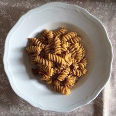 Nonna Renata ha finito di preparare tutto e ci ha anche preparato il pranzo con il ragù fatto in casa! #apranzoconTER #bolognafood - Instagram by bolognafood