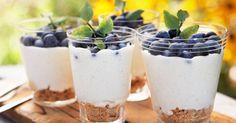 En festlig dessert som kan laves i forvejen og med mange forskellige slags bær.