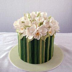 Topped with sugar paste flowers, this single-tiered wedding cake would be great for an indoor garden themed wedding. Beautiful Cupcakes, Gorgeous Cakes, Amazing Cakes, Pretty Cakes, Movie Cakes, Wedding Cakes With Flowers, Flower Cakes, Green Cake, Beach Cakes