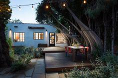 Dining deck in a modern backyard - Decoist