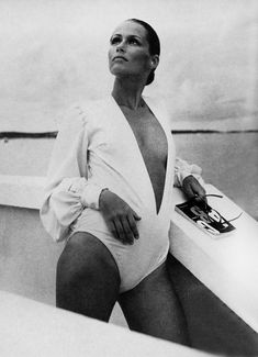 Lauren Hutton by Avedon, 1969. Hutton notably appeared on the cover of Vogue magazine on 28 occasions and earned more than any other model. #stylingmrsoliver