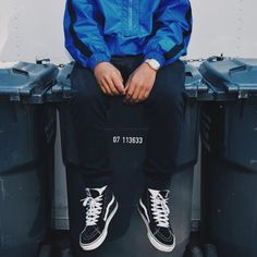 The Vans Hi is a basic streetwear essential. It is the first shoe that will ever be recommended to you if you are entering the world of streetwear beca Preppy Winter, Preppy Casual, Cute Winter Outfits, Preppy Outfits, Casual Jeans, Cute Outfits, Vans Sk8 Hi Outfit, Gents Wear, High Top Vans