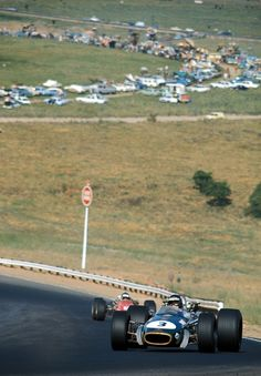 Kyalami 68 Rindt e Ickx salgono verso la Leeukop F1 Racing, Road Racing, Jochen Rindt, Classic Race Cars, Gilles Villeneuve, Formula 1 Car, Photo Search, Car And Driver, Vintage Racing