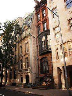Narrow Victorian New York City