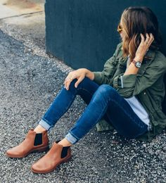 Chelsea Stiefel kombinieren: 30 Modetrends und Outfits - Page 24 of 33 - damen mode exklusiv. Brown Chelsea Boots Outfit, Chelsea Boots Damen, Outfits With Chelsea Boots, Flat Boots Outfit, Brown Ankle Boots Outfit, Brown Boots, Casual Outfits, Cute Outfits, Fashion Outfits