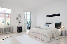 apartamento nordico ropa de lino sillas eames colcha ropa de saco taburete tolix blanco