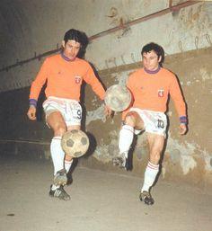 André Guy et Fleury Di Nallo s'échauffent dans les couloirs de Gerland avant un match de coupe d'europe (Lyon-Hambourg en 1968)