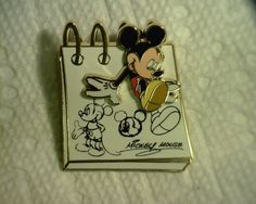 DISNEY 2008 SKETCH PAD WITH MICKEY EMERGING FROM THE DRAWING MULTI-LEVEL PIN