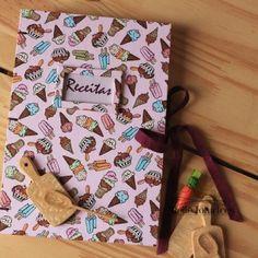 Livro de delicias, receitas, guloseimas e o que mais seu apetite pedir.⠀ Na loja www.ateliefofurices.iluria.com ou por email ola @ateliefofurices.com.br⠀ ⠀ ⠀ #receitas #food #caderno #livro #book #bookbinding #encadernacao #artesanal #artesanato #livrodereceitas #feitoamao #handmade #presente #natal #cozinha #kitchen #cook ⠀