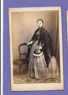VICTORIAN-FASHION-LACE-SHAWL-ORIGINAL-ANTIQUE-OLD-CDV-PHOTO-HT